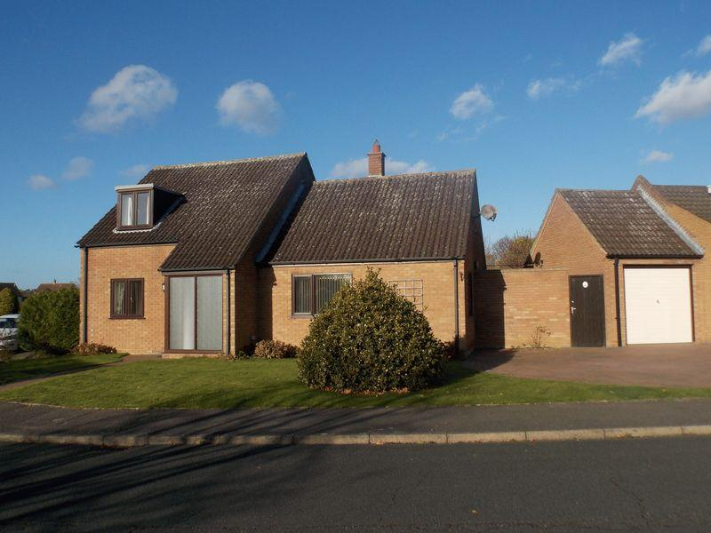 3 Bedrooms Chalet House for sale in Carnoustie Drive, Fornham St Martin