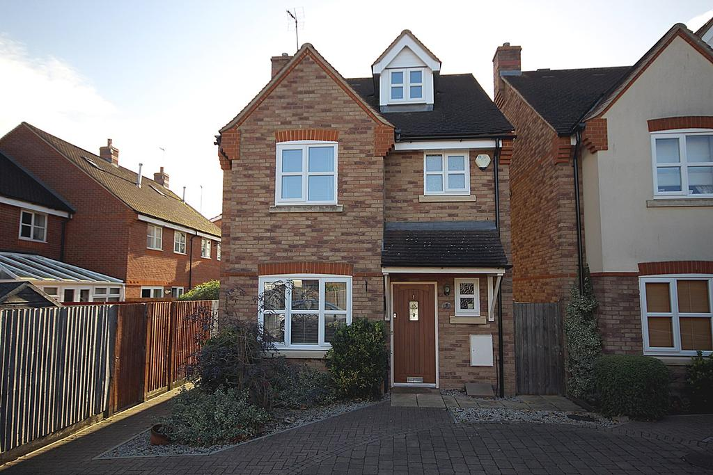 4 Bedrooms Detached House for sale in Fordham Courtyard, Stotfold, SG5