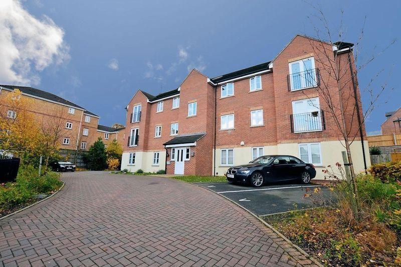 2 Bedrooms Flat for sale in Summerton Road, Oldbury