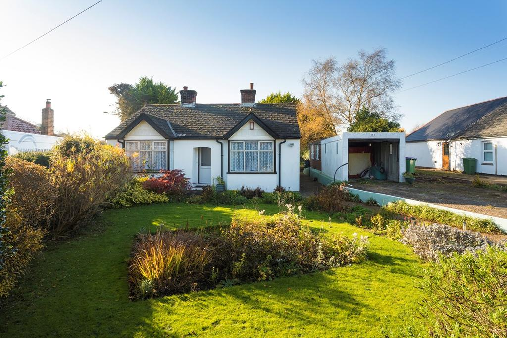 2 Bedrooms Detached Bungalow for sale in Canterbury Road, Densole, Folkestone, CT18