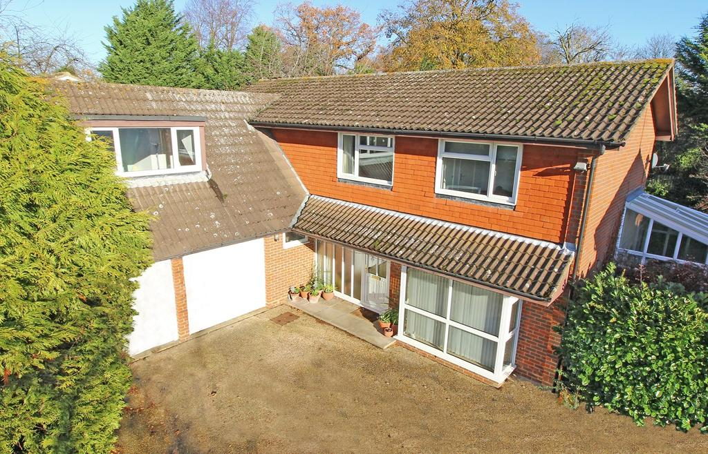 5 Bedrooms Detached House for sale in Earlsmead, Letchworth Garden City, SG6