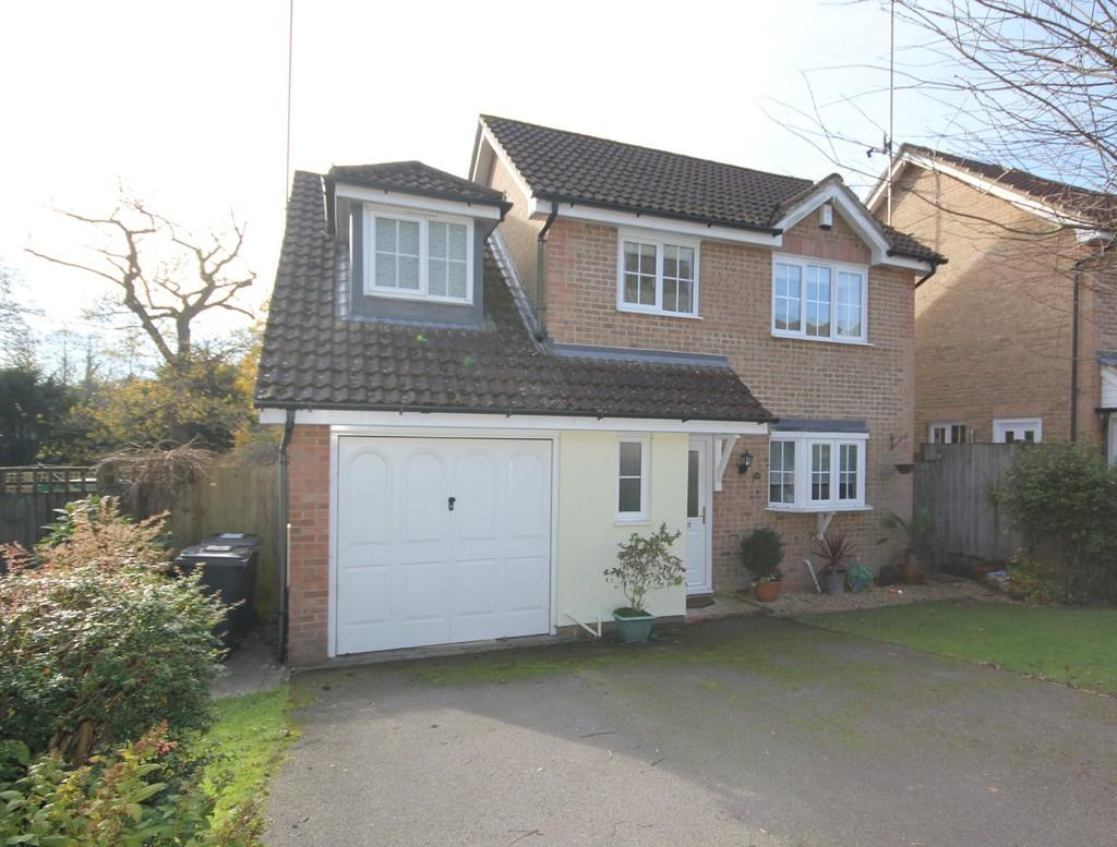 4 Bedrooms Detached House for sale in Welland Close, Crowborough