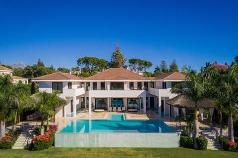 6 bedroom villa - Guadalmina Baja, Marbella, Malaga