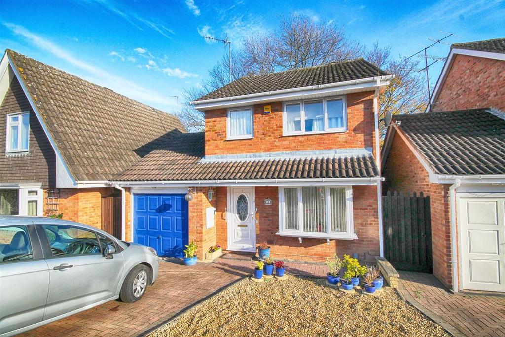 3 Bedrooms Detached House for sale in Castlemaine Drive, Golden Valley, Cheltenham, GL51