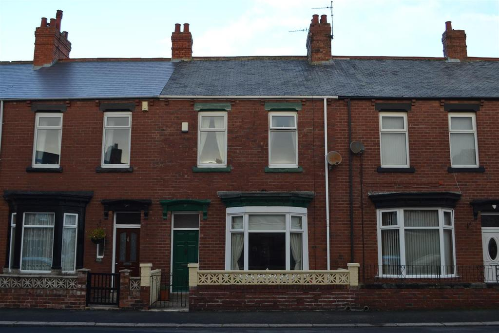 3 Bedrooms Terraced House for sale in St. Andrews Terrace, Roker, Sunderland