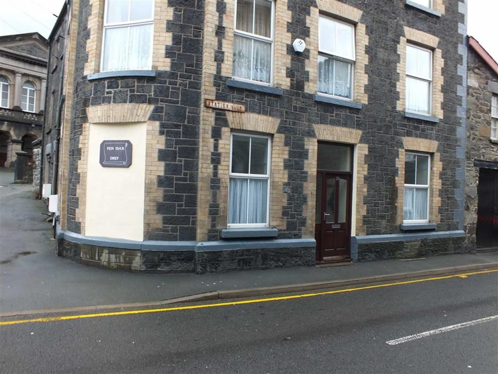 2 Bedrooms Apartment Flat for rent in 29 Station Road, Llanrwst