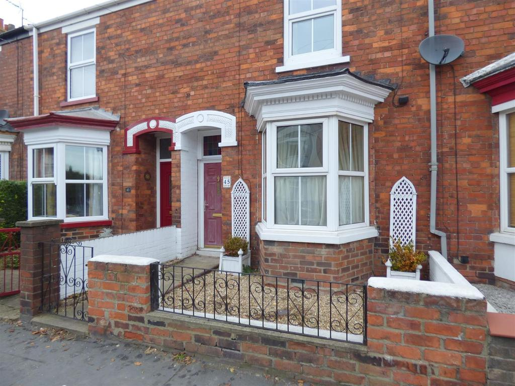 2 Bedrooms Terraced House for sale in Grovehill Road, Beverley, East Yorkshire, HU17 0EA
