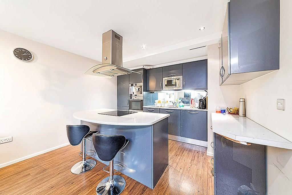 2 Bedrooms Apartment Flat for sale in The Oxygen, Royal Victoria Dock, E16