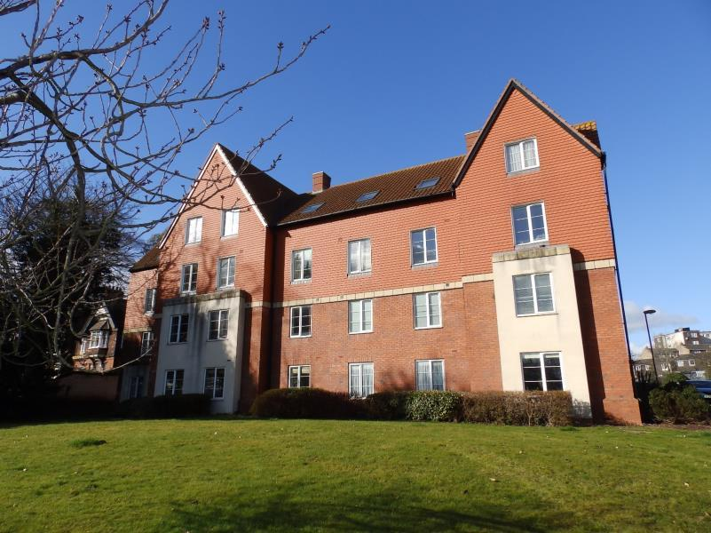 2 Bedrooms Apartment Flat for rent in SHELLEY HOUSE, MONUMENT CLOSE, YO24 4HT