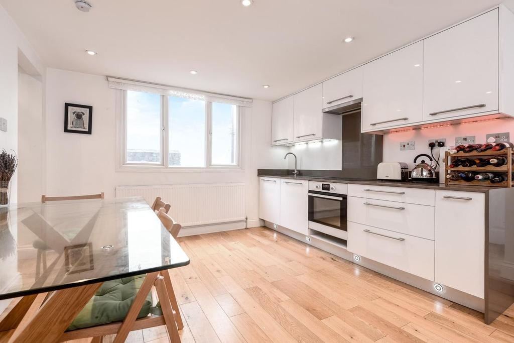 2 Bedrooms Flat for sale in Carpenters Place, Clapham Common