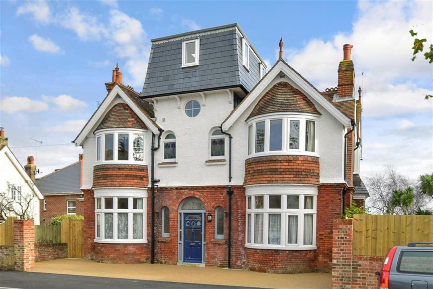 4 Bedrooms Detached House for sale in St. Johns Road, Sandown, Isle of Wight