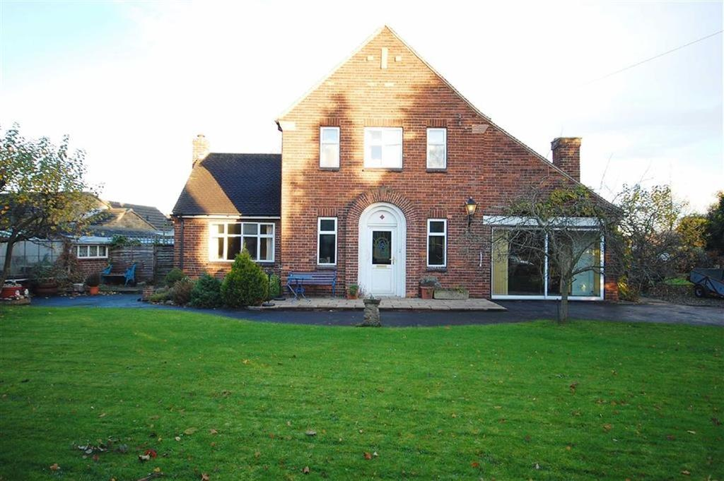 3 Bedrooms Detached House for sale in Lowther Drive, Garforth, Leeds, LS25