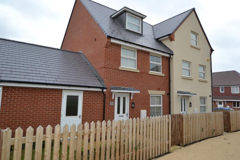 3 Bedrooms Semi Detached House for rent in Hyde Park Walk, Andover, SP11 6FB