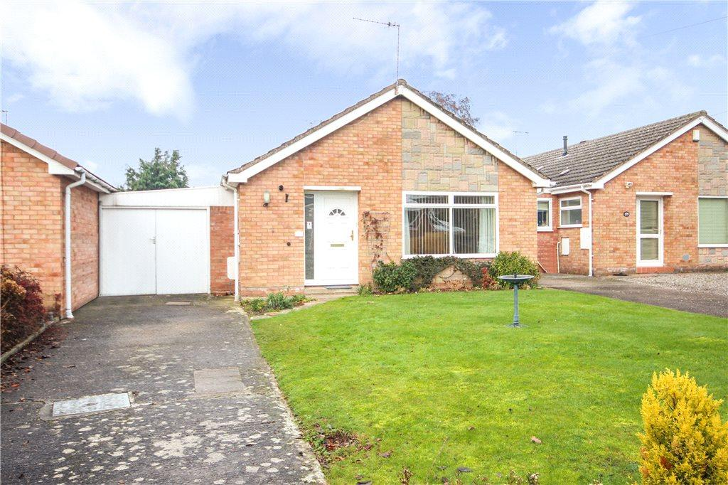 2 Bedrooms Bungalow for rent in Penhill Crescent, Worcester, Worcestershire, WR2