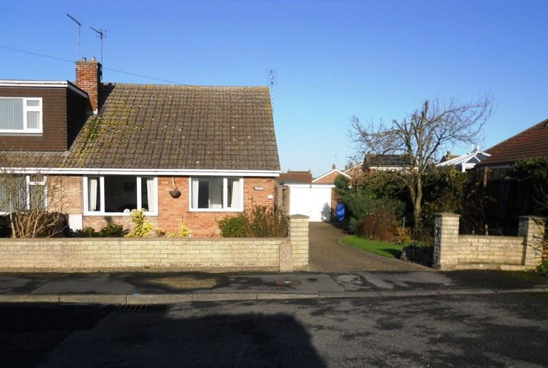 3 Bedrooms Semi Detached Bungalow for sale in Willow Road, Burstwick, Hull