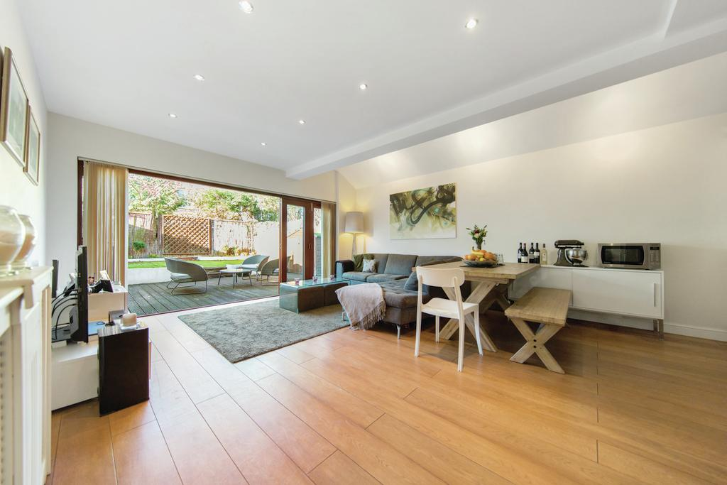 2 Bedrooms Flat for sale in Engadine Street, SW18