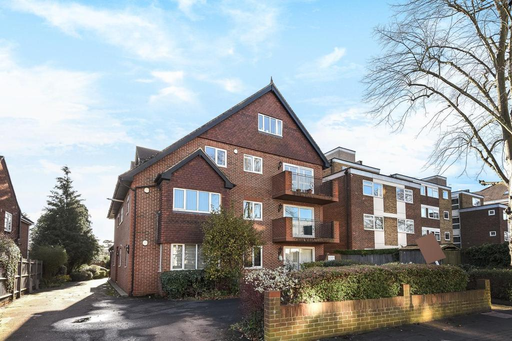 2 Bedrooms Flat for sale in Court Downs Road, Beckenham