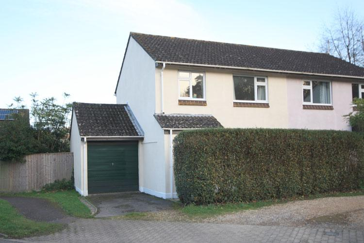3 Bedrooms Semi Detached House for sale in Harvester Way, Lymington SO41