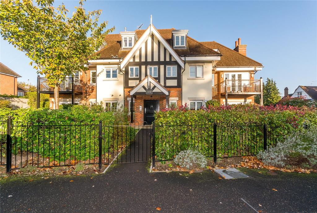 2 Bedrooms Penthouse Flat for sale in Tudor Court, 34 North Park, Gerrards Cross, Buckinghamshire