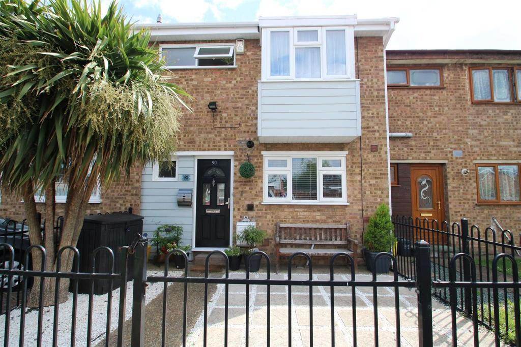 3 Bedrooms Terraced House for sale in Hilton Road, Canvey Island