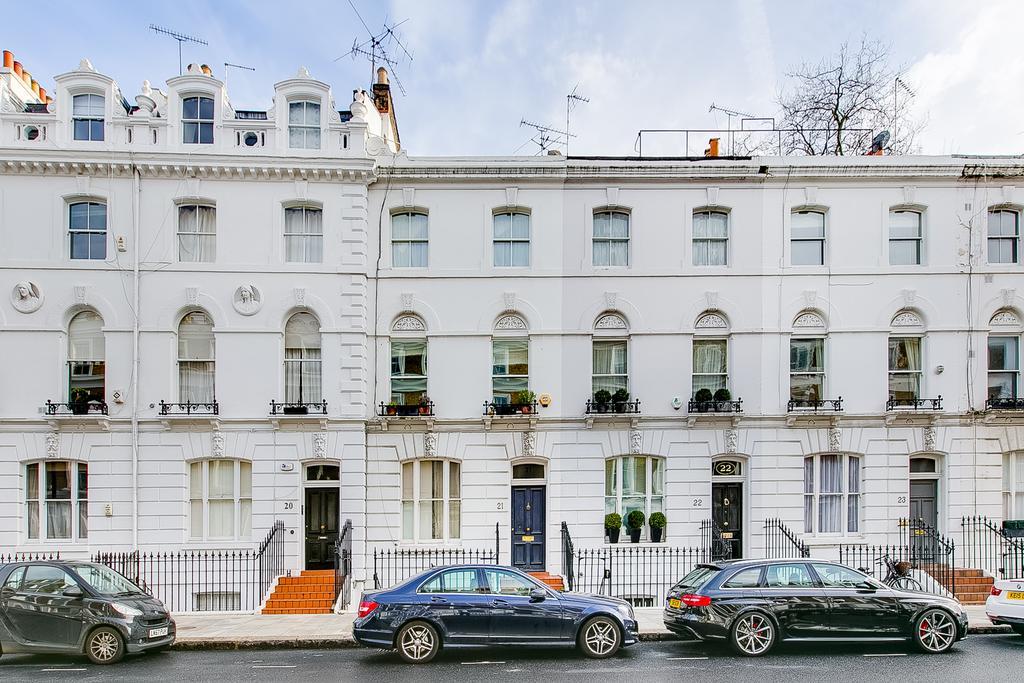 2 Bedrooms Maisonette Flat for sale in Oakley Street, Chelsea, London SW3