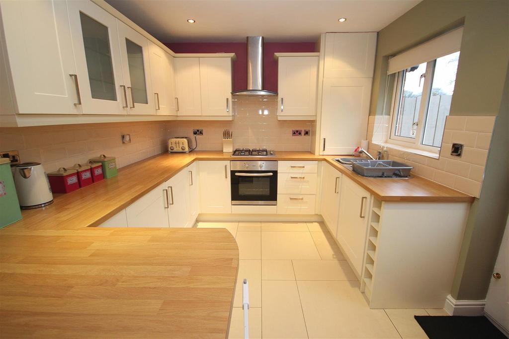 3 Bedrooms Semi Detached House for sale in Stonechat Close, Middle Warren, Hartlepool