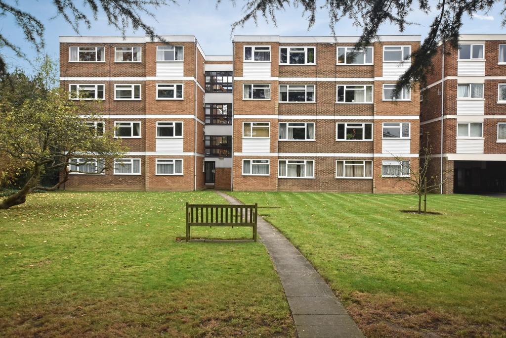 2 Bedrooms Flat for sale in Hayne Road Beckenham BR3