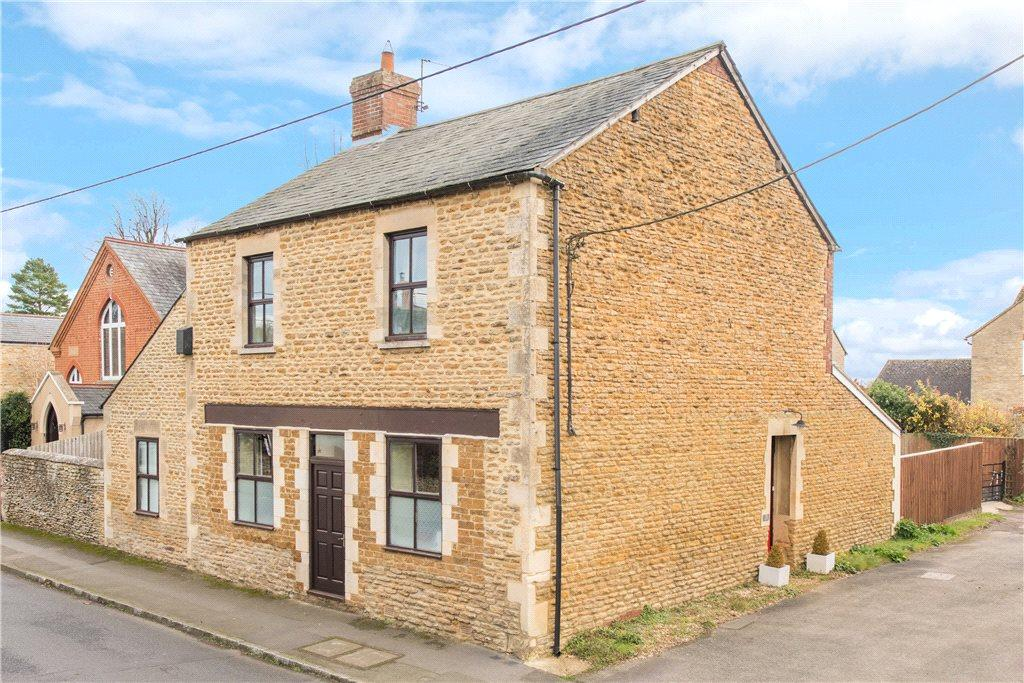 4 Bedrooms Detached House for sale in High Street, Croughton, Northamptonshire