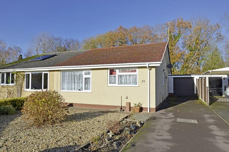 2 Bedrooms Semi Detached Bungalow for sale in Farm Road, West Moors, Ferndown