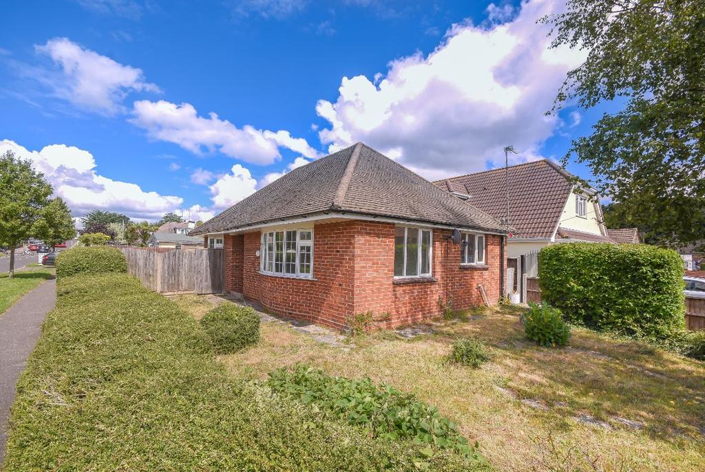 2 Bedrooms Detached Bungalow for sale in Moorland Way, Poole BH16