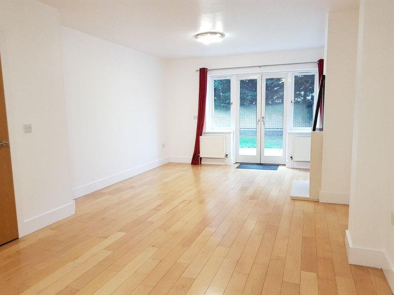 5 Bedrooms House for rent in The Villas, Robinsons Close, Ealing