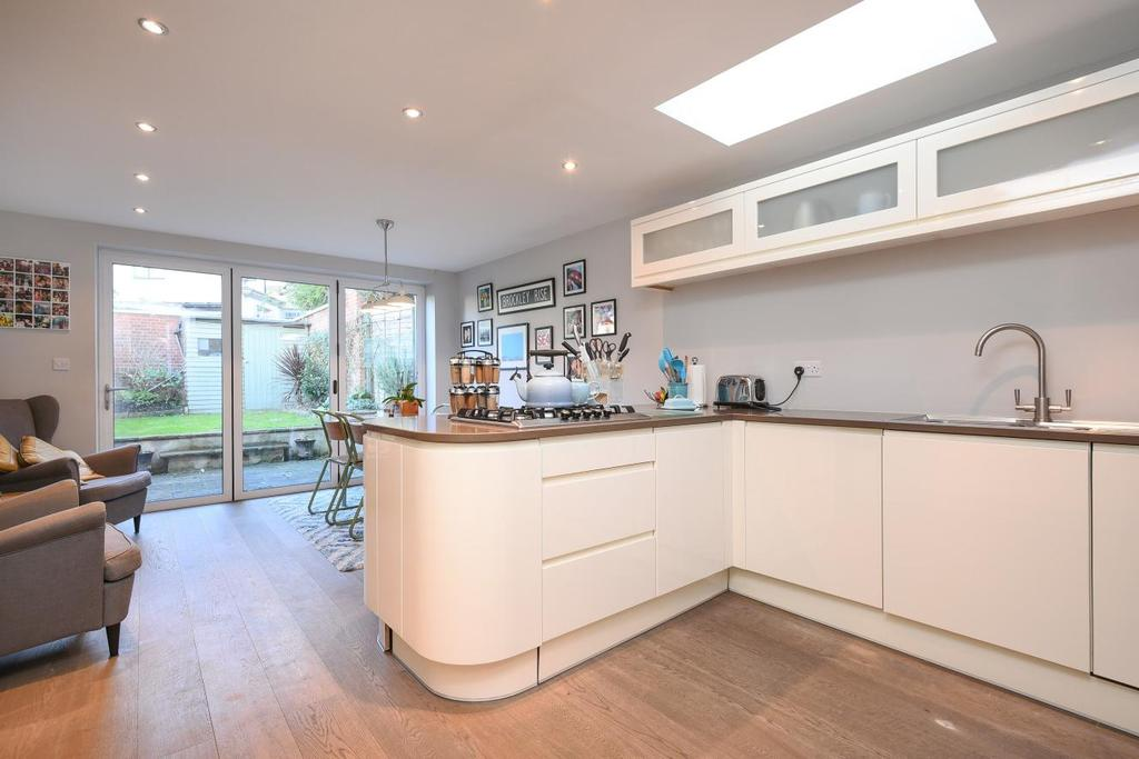 4 Bedrooms Terraced House for sale in Salehurst Road, Brockley