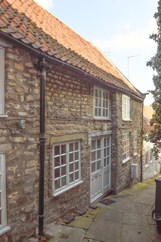 2 Bedrooms Terraced House for sale in Rodgers Mews, Yorkersgate, Malton YO17