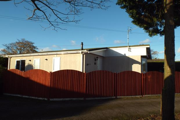 2 Bedrooms Park Home Mobile Home for sale in Carlight Gardens, Adbolton Lane, Nottingham, NG2