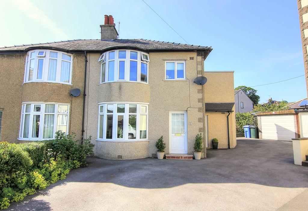 4 Bedrooms Semi Detached House for sale in 11 Brackenley Avenue, Embsay,