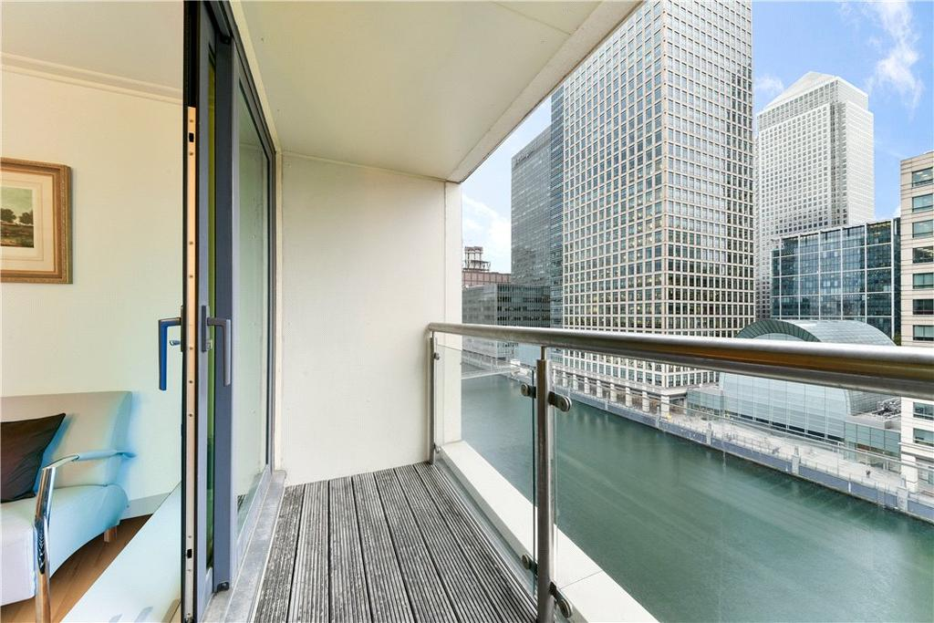 2 Bedrooms Flat for sale in Discovery Dock Apartments East, 3 South Quay Square, Nr Canary Wharf, London, E14