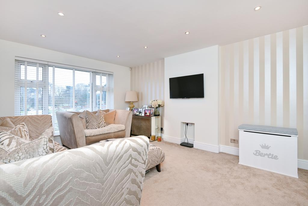 2 Bedrooms Maisonette Flat for sale in Bexley Road Eltham SE9