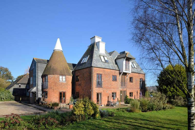 3 Bedrooms Apartment Flat for sale in Brewers Gold, Harville Road, Wye, Kent