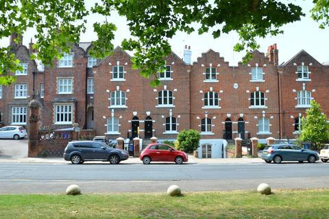5 bedroom terraced house to rent - Kings Road, Windsor, Berkshire, SL4
