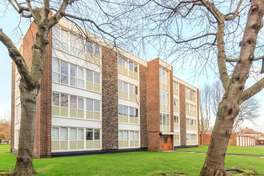 2 Bedrooms Apartment Flat for sale in Lowick Court, South Gosforth, Newcastle Upon Tyne, Tyne And Wear