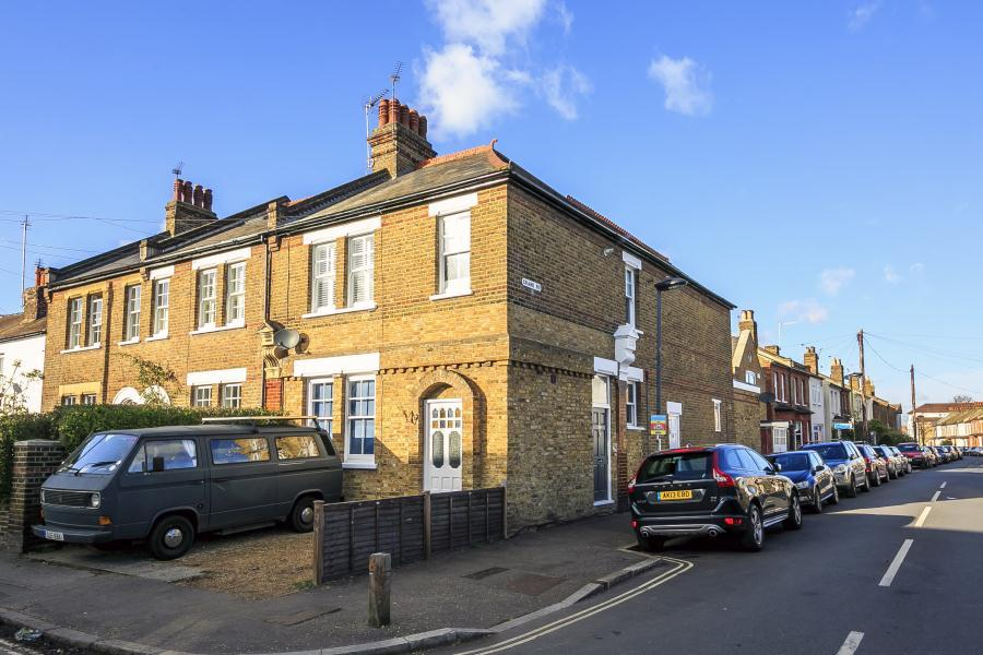 2 Bedrooms Apartment Flat for sale in Colne Road, Twickenham, TW2