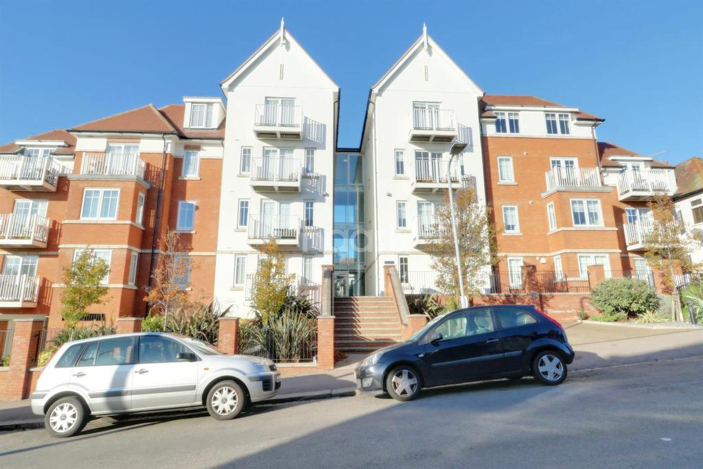2 Bedrooms Flat for sale in Matcham Place, Pembury Road