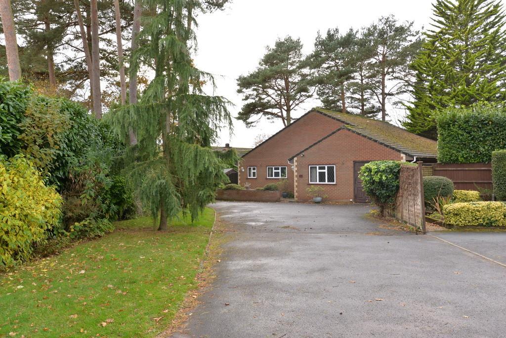 3 Bedrooms Detached Bungalow for sale in Harris Way, New Milton