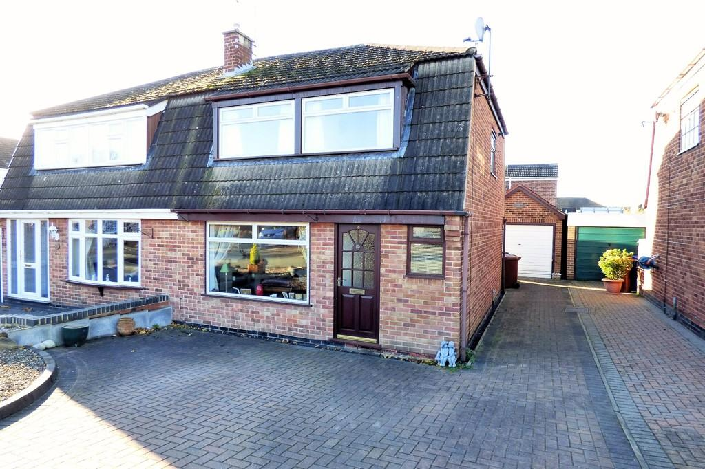 3 Bedrooms Semi Detached House for sale in Lovatt Close, Stretton
