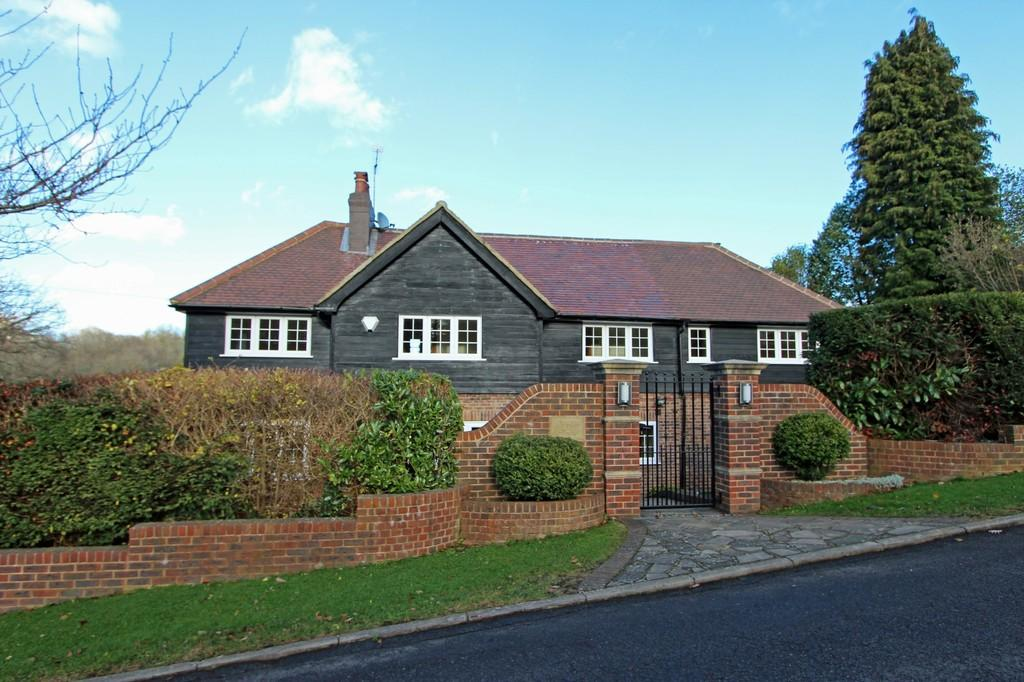 4 Bedrooms Detached House for sale in The Glade, Kingswood