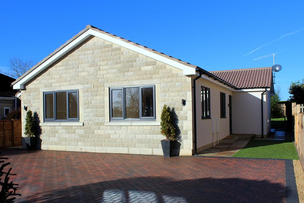 3 Bedrooms Detached Bungalow for sale in King Alfred Way, Winsley