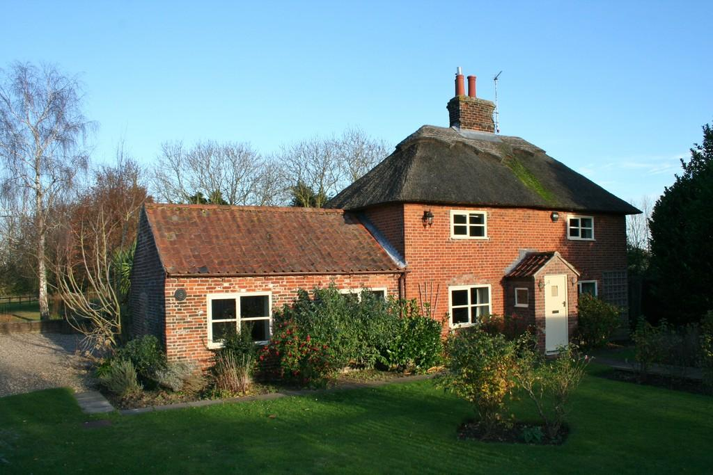 4 Bedrooms Farm House Character Property for sale in HEMBLINGTON, NORWICH NR13