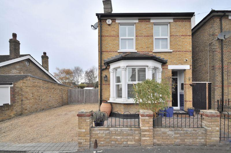 3 Bedrooms Detached House for sale in Hawthorn Road, Bexleyheath