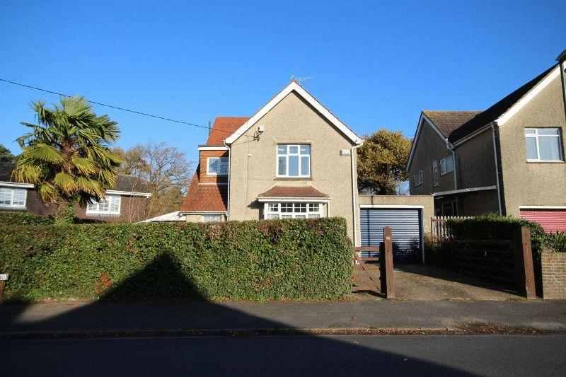 5 Bedrooms Detached House for sale in Park Road, Haywards Heath