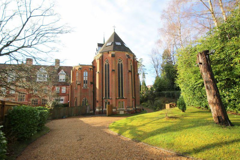 2 Bedrooms Ground Flat for sale in Chapel Heights, Bolnore Road, Haywards Heath